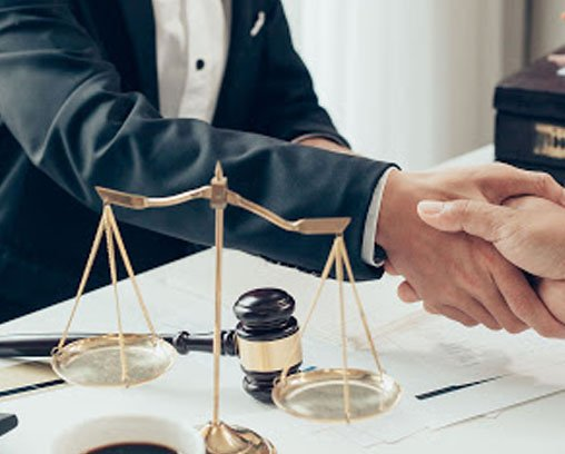 a handshake between a client and a business lawyer